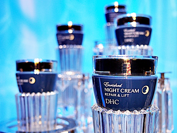 dhc-enriched-night-cream-repairlift (8)